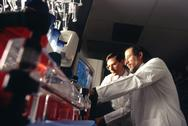 Bert Vogelstein and Ken Kinzler in laboratory